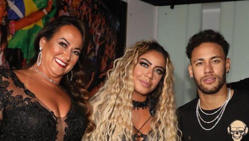 Neymar, junto a su hermana Rafaella