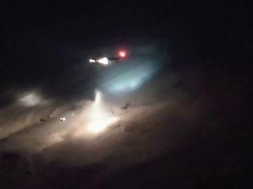 Rescate extremo y casi sin luz a un escalador que se rompió una pierna arrastrado por una avalancha