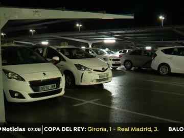 Comienzan a concentrarse taxistas en la T4 de Madrid en su duodécima día de huelga