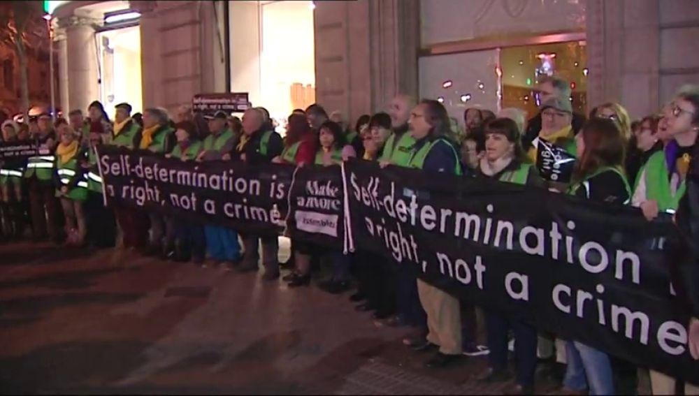 Activistas de ACN ocupan la sede de la Comisión Europea en Barcelona