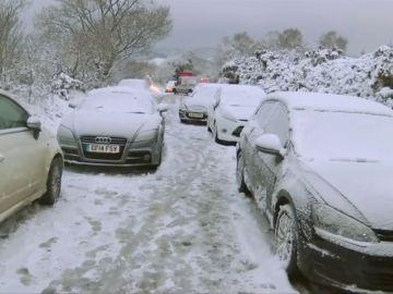 En Reino Unido escuelas cerradas y vuelos cancelados por la nieve