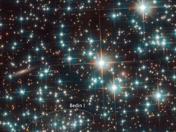 El telescopio Hubble descubre fortuitamente una nueva galaxia de casi la misma edad que el Universo