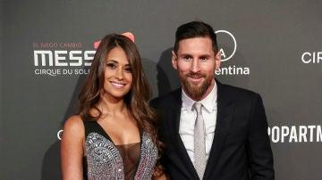 Antonella Roccuzzo deslumbra con este mono junto a Leo Messi
