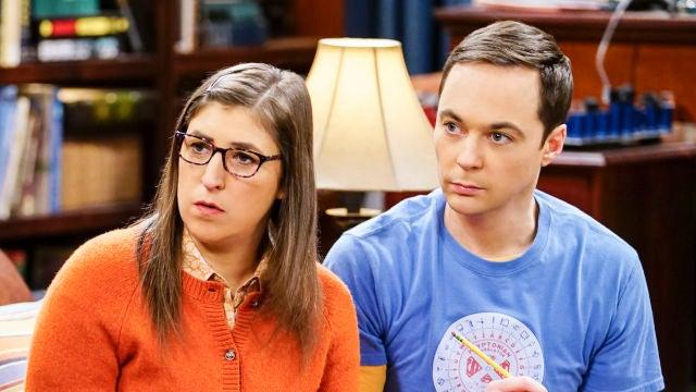 Mayim Bialik y Jim Parsons como Amy y Sheldon en 'The Big Bang Theory'