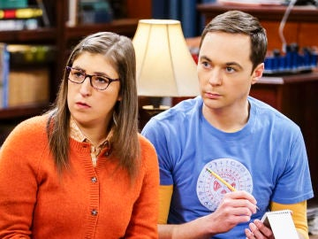 Mayim Bialik y Jim Parsons como Amy y Sheldon en 'The Big Bang Theory'