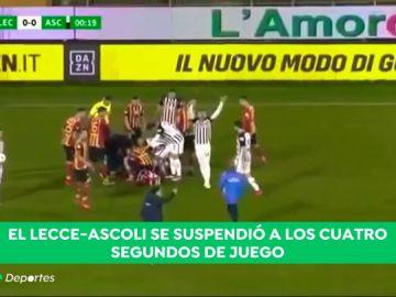 Vaya susto en Italia: se suspende el Lecce - Ascoli por un tremendo golpe que dejó inconsciente a un jugador