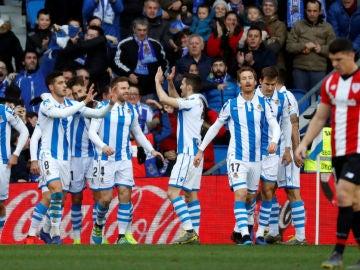 La Real Sociedad celebra un gol ante el Athletic