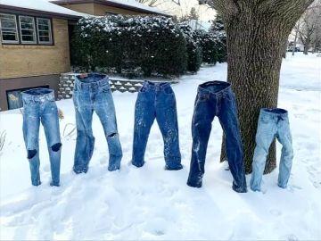 Las ideas más originales en Estados Unidos con el temporal de frío: los pantalones custodian una casa