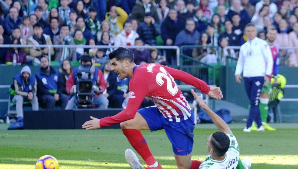Morata, en la acción del penalti no pitado de Feddal