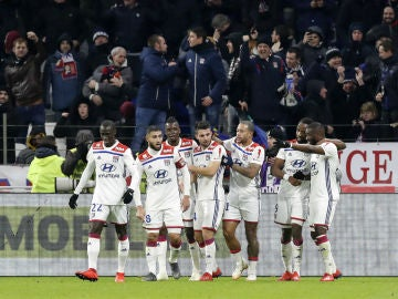 El Olympique de Lyon celebra un gol
