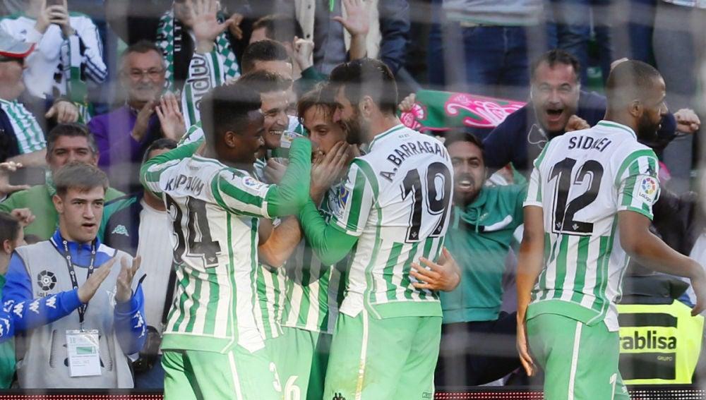 El Betis celebra un gol