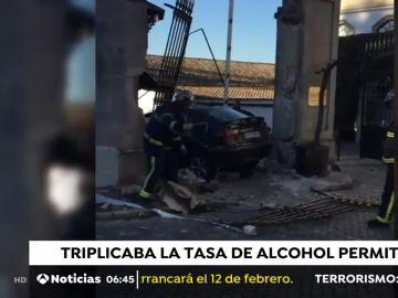Coche empotrado en Jerez.