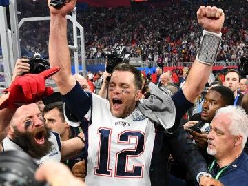 Tom Brady celebra la conquista de la Super Bowl