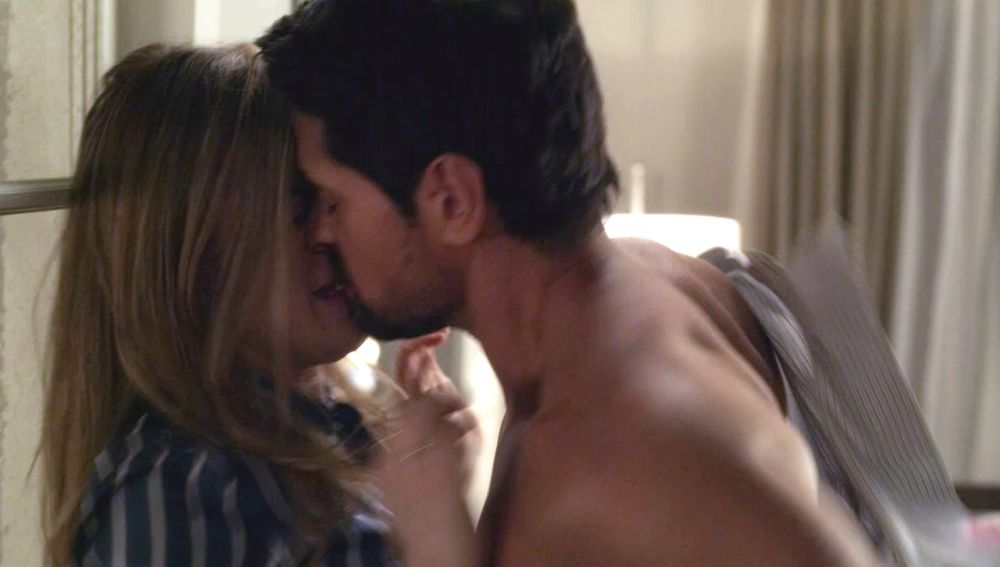 Michaela y Jared se entregan al fin a una noche de pasión