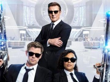 Liam Neeson junto a Chris Hemsworth y Tessa Thompson