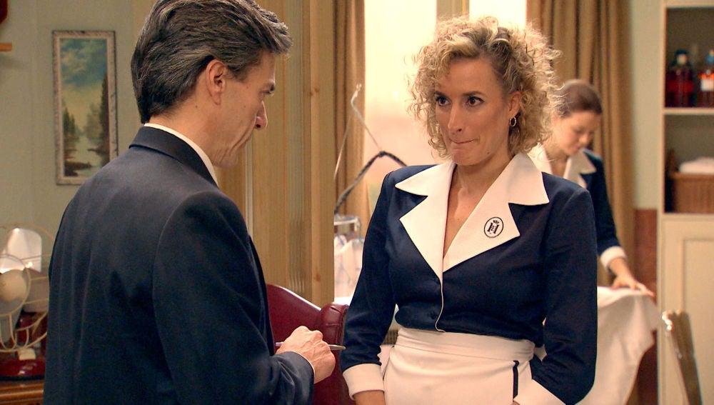 Silvia entra a trabajar en el hotel para ayudar a huir a Natalia