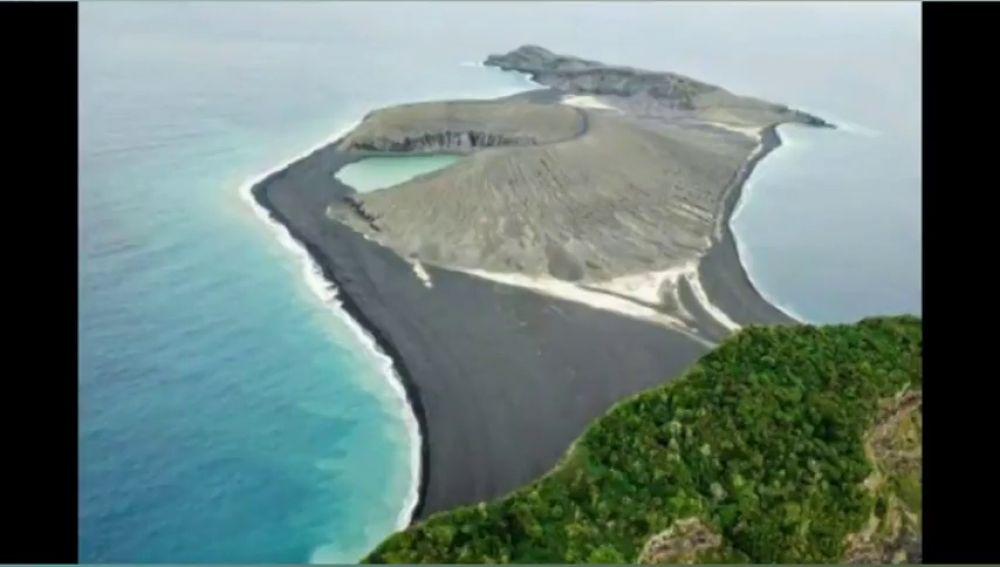 Nace una isla misteriosa tras la erupción de un volcán en el Pacífico