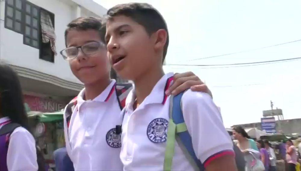 Más de 600 niños venezolanos cruzan la frontera todos los días para ir al colegio en Colombia