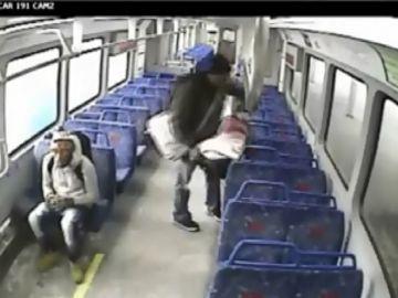 Padre olvida a su hijo en el vagón de un tren