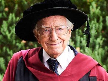 El abuelo que se ha doctorado en Filosofía