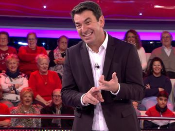 Guiño de Arturo Valls al 'Un, dos, tres' con un concursante sobre gastronomía típica manchega
