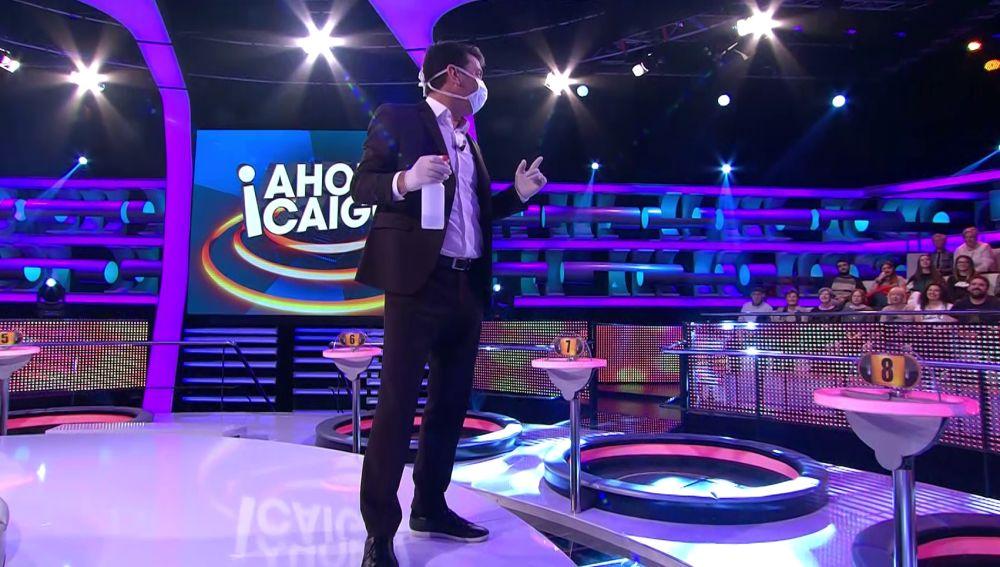 Arturo Valls, con mascarilla: protegido contra la gripe en '¡Ahora caigo!'