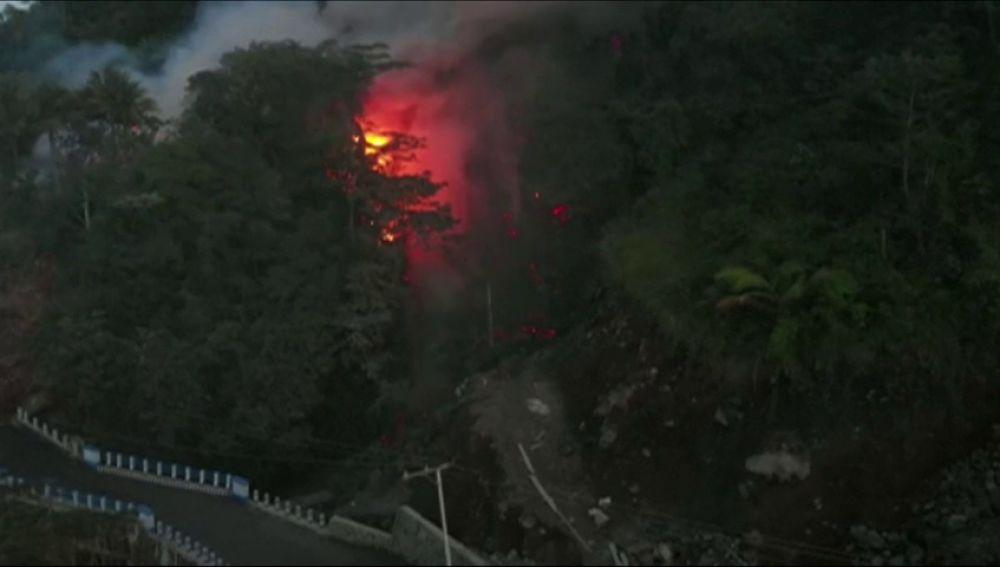 Indonesia entra en estado de emergencia por la erupción de un volcán en las Célebes