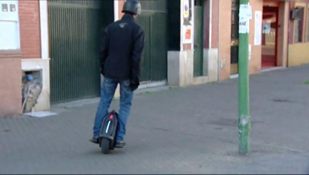 Persigue a un ladrón en monociclo y consigue reducirle hasta que llega la policía