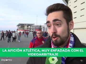 """La afición del Atlético, indignada con el árbitro y con el VAR: """"Ladrones, son ladrones todos"""""""