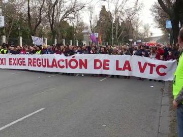 """Los taxistas madrileños se manifiestan contra la """"uberización de los servicios públicos"""""""