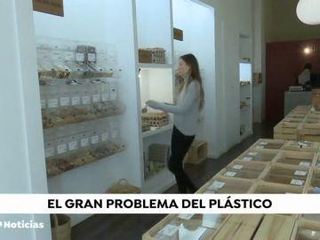Así funciona el primer supermercado libre de plásticos de Madrid