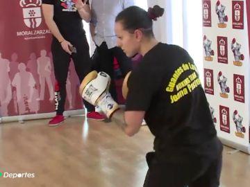 El sorprendente entrenamiento de Joana Pastrana... en un hogar de mayores
