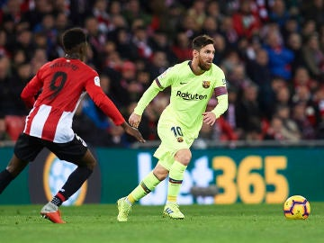 Messi, en acción contra el Athletic en San Mamés