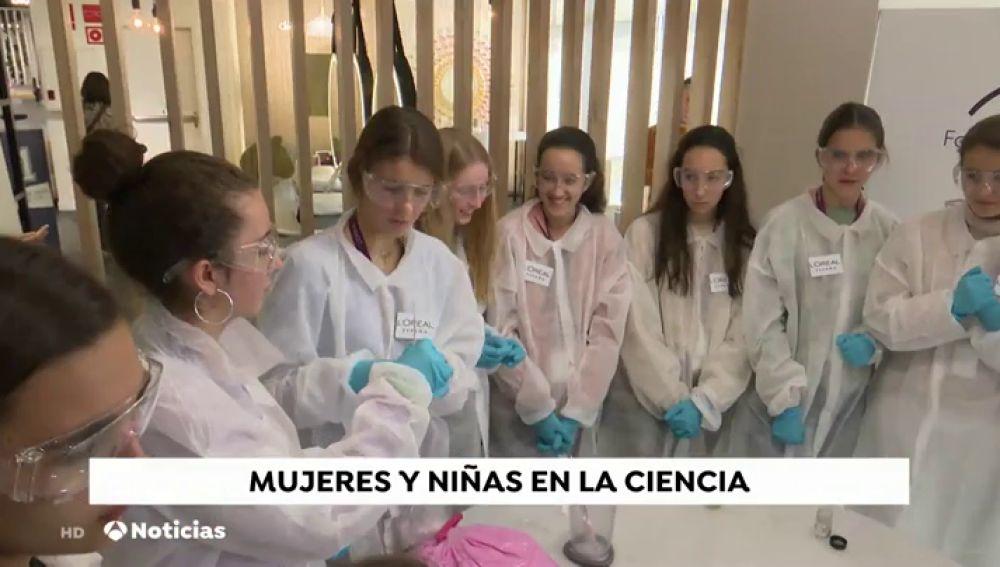 Casi 100 niñas de entre 13 y 15 años, científicas por un día
