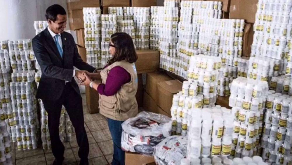 Juan Guaidó junto con la ayuda humanitaria en Venezuela
