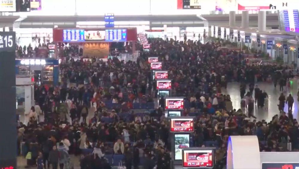 Millones de chinos vuelven a casa tras celebrar su año nuevo