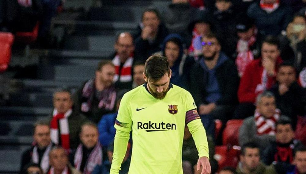 Messi se lamenta durante el Athletic - Barcelona