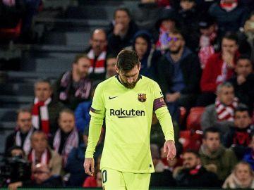 Messi se lamenta durante el Athletic - Barcelona