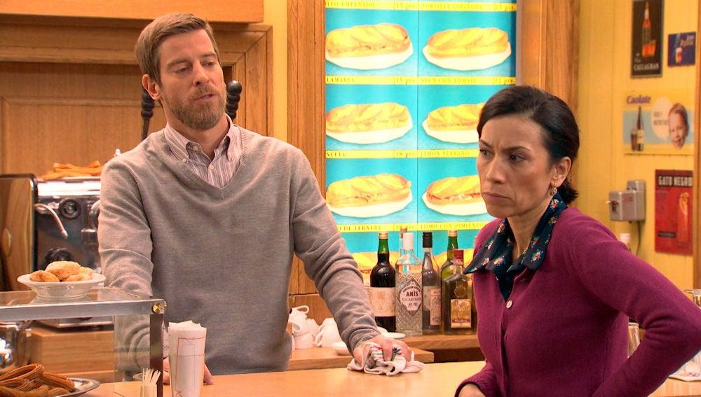 """Marcelino sospecha: """"¿No será que has descubierto a Luisita en actitud cariñosa?"""""""
