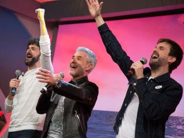 Sergio Dalma sorprende a Miki Esparbé y Julián López con 'Bailar pegados' en 'El Hormiguero 3.0'