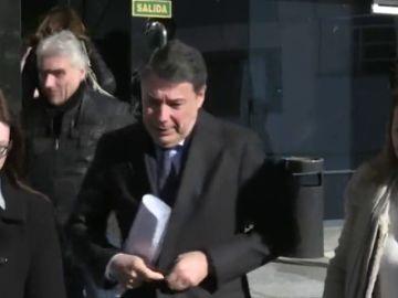 """Ignacio González, a su llegada a los juzgados para testificar por el juicio del espionaje político en Madrid: """"Es todo mentira"""""""