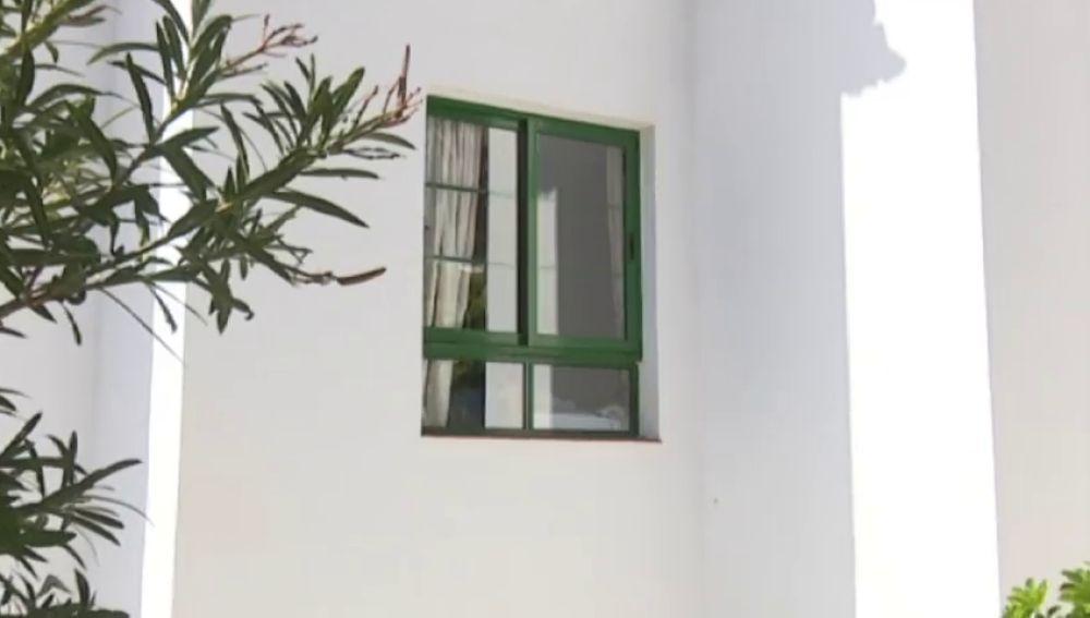 Una niña de tres años, en estado crítico tras caer de un edificio en la localidad tinerfeña de Santiago del Teide
