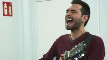 Shaddai López controla el aire durante sus ensayos con el vocal coach