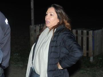 María Bravo llega al lugar donde se encuentra su chiringuito en pleno incendio