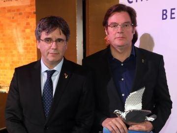 Carles Pugidemont y el director Álvaro Longoria en la Berlinale