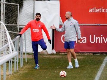 Diego Costa se ejercita en un entrenamiento con el Atlético de Madrid