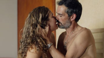 Vasco seduce a una ingenua Cristina
