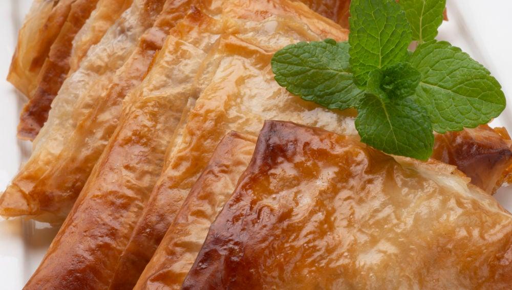 Pasta filo rellena de pera y nueces