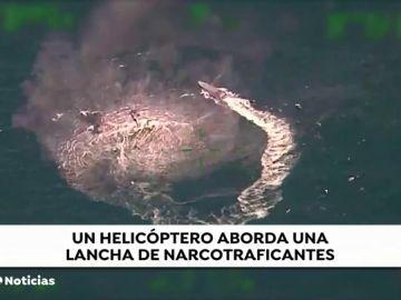 Un helicóptero aborda una lancha de narcotraficantes en México