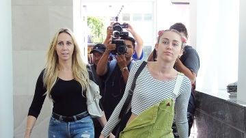 Miley Cyrus junto a su madre Tish Cyrus